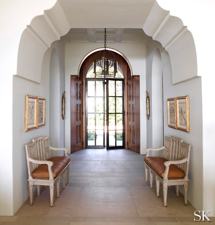 Peachtree Bluff entrance hall with arch