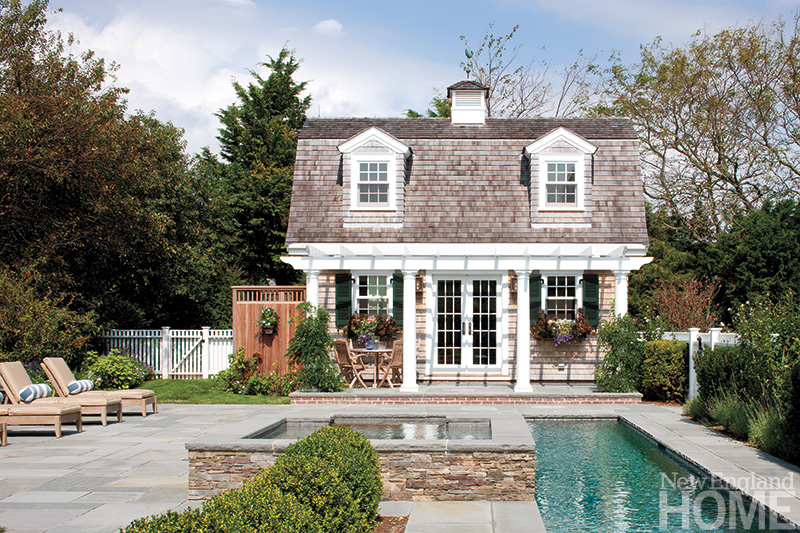 pool house for outdoor entertaining