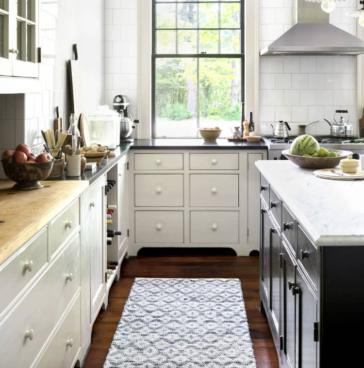 Melange Diamond rug in kitchen