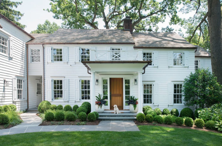 White House clapboard with boxwood garden