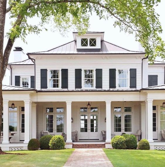 curb appeal house tour Stephen Fuller Architect - Barbara Westbrook Interiors