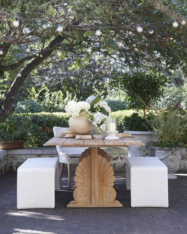 Wisteria dining al fresco with bench