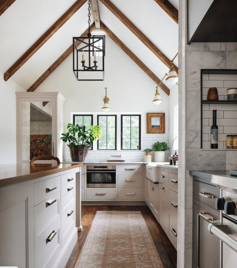 In Good Taste: Jean Stoffer Design kitchen - Stoffer Photography Interiors